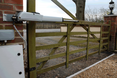 <h5>Gate Automation - 3</h5><p>View of hydraulic ram on automatic wooden domestic gate</p>