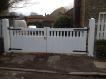 <h5>White painted wooden gates</h5><p>White painted wooden gates</p>