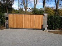 <h5>Gate Automation - 17</h5><p>Automated Cantilever Sliding Wooden Gate with modern timber finish</p>