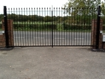 <h5>Design 17</h5><p>Automated Wrought Iron Gates</p>