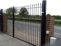 <h5>Design 18</h5><p>Automated Wrought Iron Gates</p>