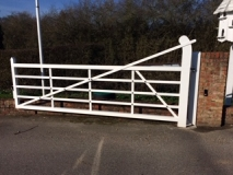 <h5>Domestic Entrance Gates</h5><p>White powder coated field gate </p>